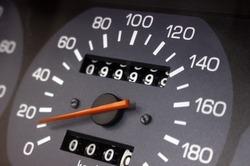 Mileage 99999 kilometers on the vehicle speedometer
