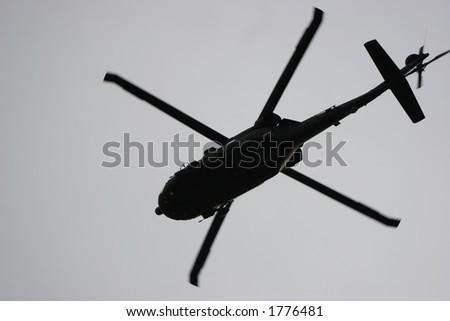 Helicóptero militar.