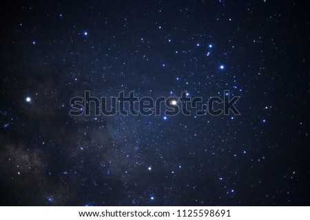 milky way galaxy and space dust in the universe, Long exposure photograph, with grain. Foto stock ©