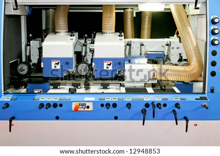 Milling and sawing machinery for processing wood