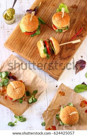 Mini Burger Sliders with Sweet Chili and Pesto