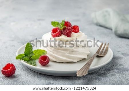 mini pavlova  meringue cake with whipped cream and fresh raspberry, selective focus Foto d'archivio ©