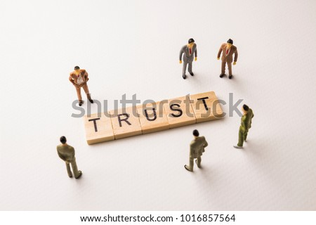 Miniature figures businessman : meeting on trust word by wooden block letters on white paper background, in concept of business and corporation Foto d'archivio ©