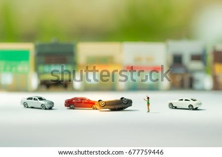 Miniature figures of people : Drunk driver crashed on road and A boy need some help in a car accident. Scene of cars accident on street. Insurance concept. #677759446