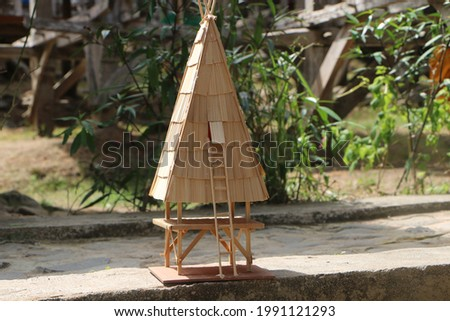Miniature Uma Lenge. Uma Lengge is the traditional house of the Bima-Indonesian community to store agricultural products, especially rice and corn. Foto stock ©