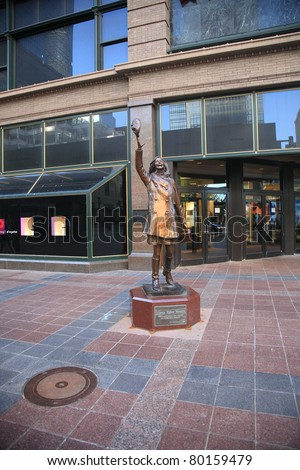 MINNEAPOLIS, MINNESOTA - APRIL 22: Statue of television character Mary Richards outside Macy's Department Store on April 22, 2010 in Minneapoils, Minnesota. Built for a cost of $150,000, it was erected in 2002.