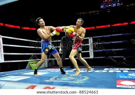 MINSK, BELARUS-SEPTEMBER 12:. Sudsakorn Klinmi (L) VS Michael Manankyuil (North America) compete in the semifnal Fight at BIG8 MUAY-THAY CHAMP in Minsk, Belarus on September 12, 2010