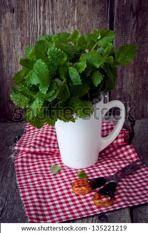 Mint in a circle on a table