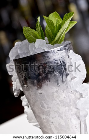 mint julep cocktail classically served