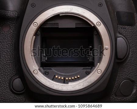 mirror system of a modern DSLR #1095864689