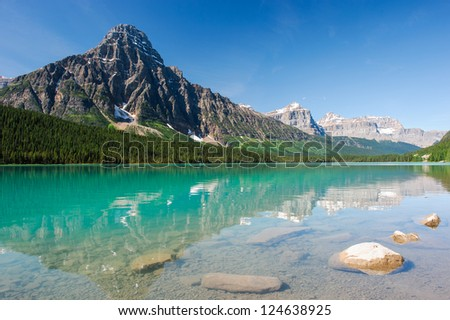 mistaya lake panorama on the icefield parkway in banff national park, alberta, canada