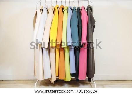 Mix color row of female coats on hangers Foto d'archivio ©