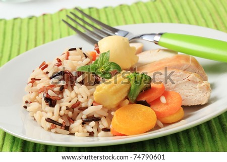 Mixed rice, chicken meat  and vegetables