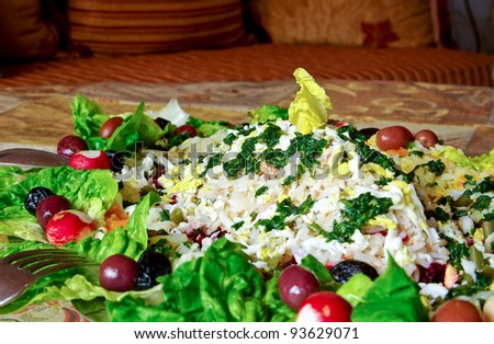 Mixed salad of fresh vegetables, rice and tuna