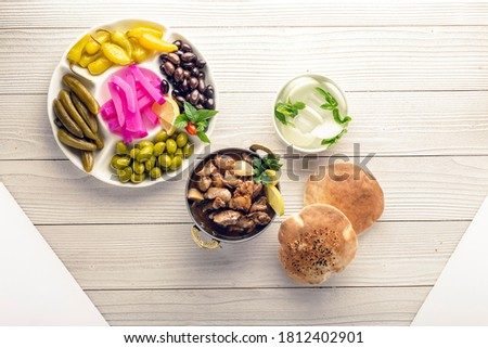 mixed zaitoon olive appetizers with bread arab Foto stock ©