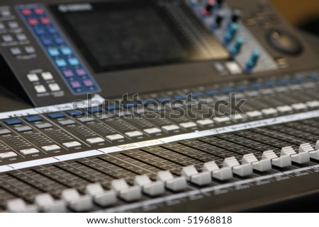 Mixing desk for adjusting sounds