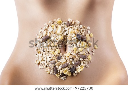 mixture of oatmeal and dried fruit placed around the navel