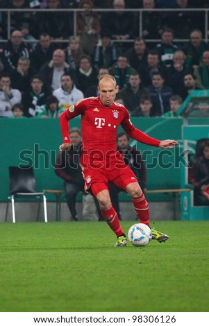 MNCHENGLADBACH - MARCH 21: Arjen Robben of FC Bayern Munich passing during a match between Borussia M'Gladbach and FC Bayern Munich at Borussia Park on March 21, 2012 in Mnchengladbach, Germany.