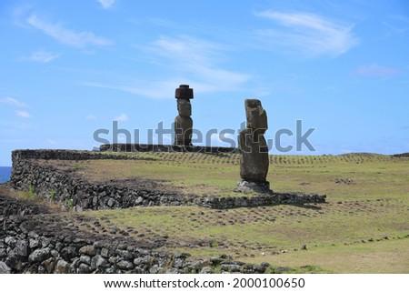 Moai at Ahu Tahai and Ahu Ko Te Riku at the Tahai Ceremonial Complex on Easter Island, Chile Stok fotoğraf ©