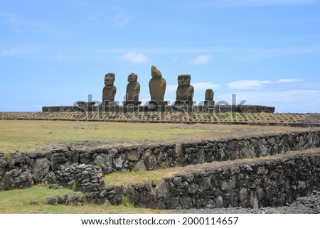 Moai at Ahu Vai Ure at the Tahai Ceremonial Complex on Easter Island, Chile Stok fotoğraf ©