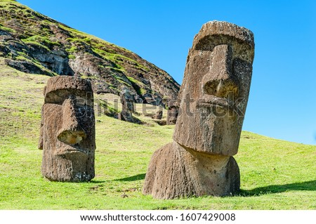 Moai set in the hillside at Rano Raraku. Zdjęcia stock ©