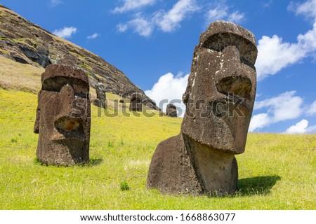 Moai statues in the Rano Raraku Volcano in Easter Island, Rapa Nui National Park, Chile Zdjęcia stock ©