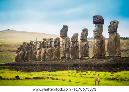 Moais at Ahu Tongariki in Easter island. The largest ahu in the island 15 moai Foto stock ©