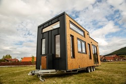 Mobile tiny house, great for outdoor experiences and holidays.