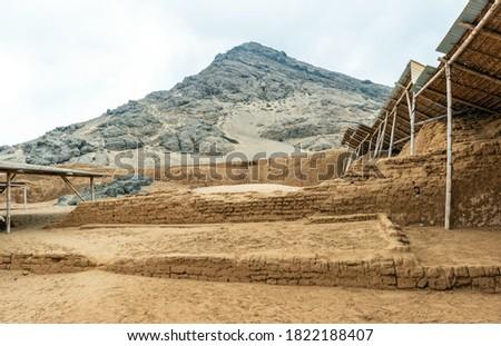Moche archaeological site of Huaca de la Luna or the Moon Pyramid in the northern desert of Peru near Trujillo city. Foto stock ©