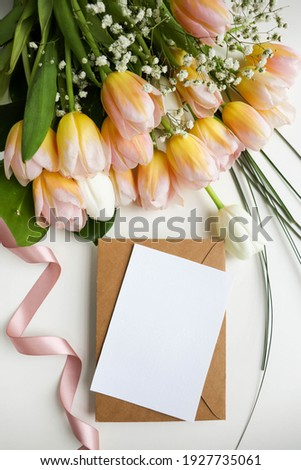 mock up greeting card. beautiful bouquet of tulips and space for text. envelope and white blank  ストックフォト ©