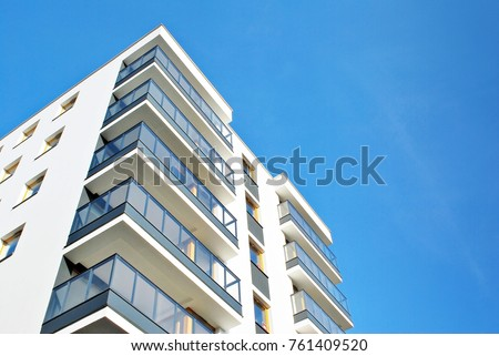 Modern apartment buildings on a sunny day with a blue sky. Facade of a modern apartment building Foto stock ©
