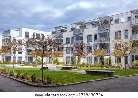 modern apartment in the middel of the town. Quite and beautiful backyard .  Foto stock ©