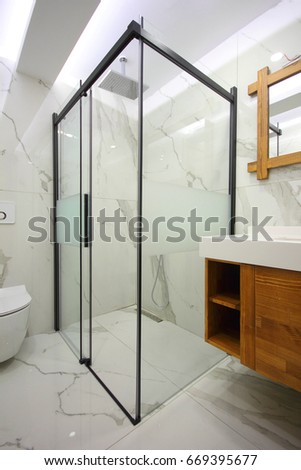 Modern Bathroom #669395677