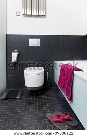 Modern black and white bathroom with reservoir and bath
