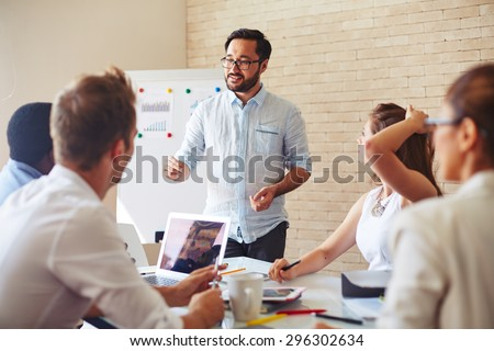 Modern businessman explaining his ideas to colleagues at seminar Stock foto ©