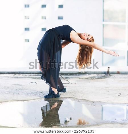 Modern dance performance in a urban scene
