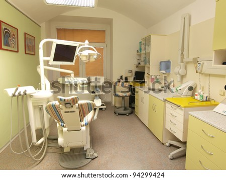 Modern dental consuting office in green and yellow