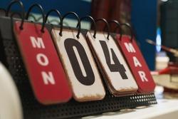Modern design perpetual desk calendar