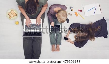 Modern family / media addiction