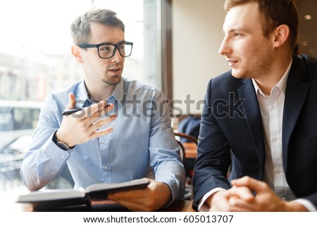 Modern financial analysts discussing their opinions