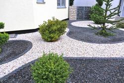 Modern front garden with decorative gravel