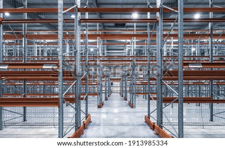 Modern interior of new empty warehouse. Racks pallets shelves. Metal construction. Storage equipment. Zdjęcia stock ©