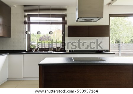 Modern kitchen with white cabinet fronts and brick-imitating tiles