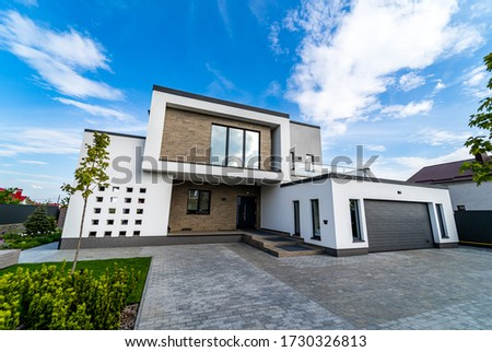 Modern luxury house with garage. Blue sky above. Nobody in the yard. Modern arhitecture. Imagine de stoc ©