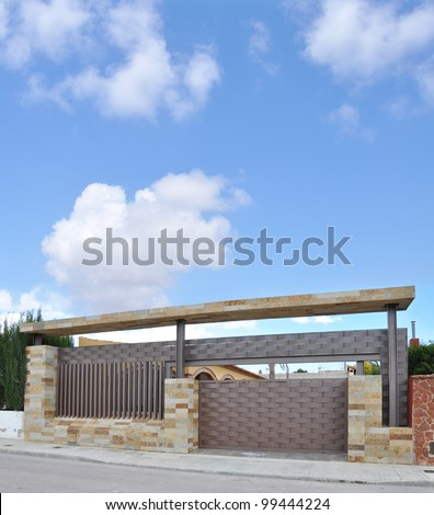 Modern Mediterranean Style Stone and Metal Driveway Gate Entrance