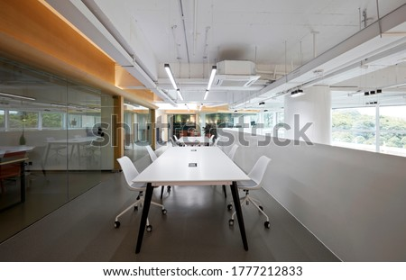Modern new comprehensive office interior