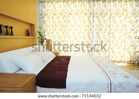 Modern Spacious Bedroom