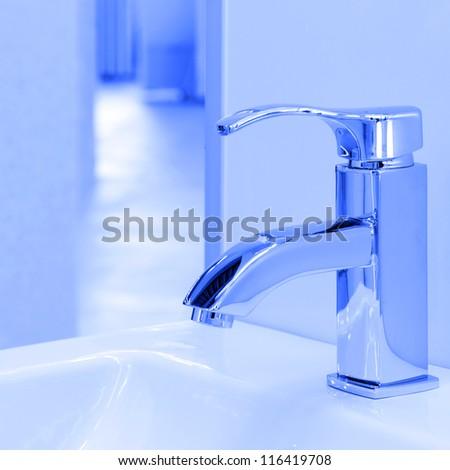 Modern water crane