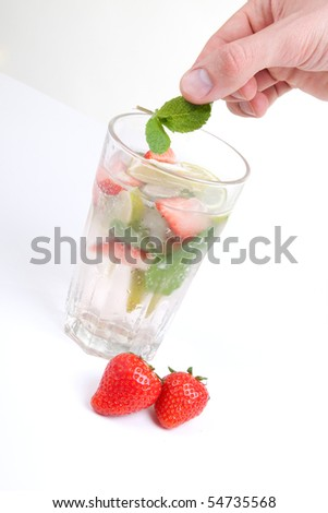 mojito cocktail with strawberry