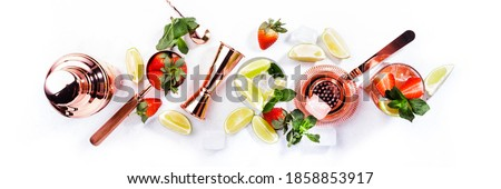 Mojito mocktail set with lime, mint, strawberry and ice on white background. Cold alcoholic non-alcoholic long drinks, beverages and cocktails Foto stock ©
